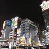 【画像】眠らない街に映えるエレガントな佇まい