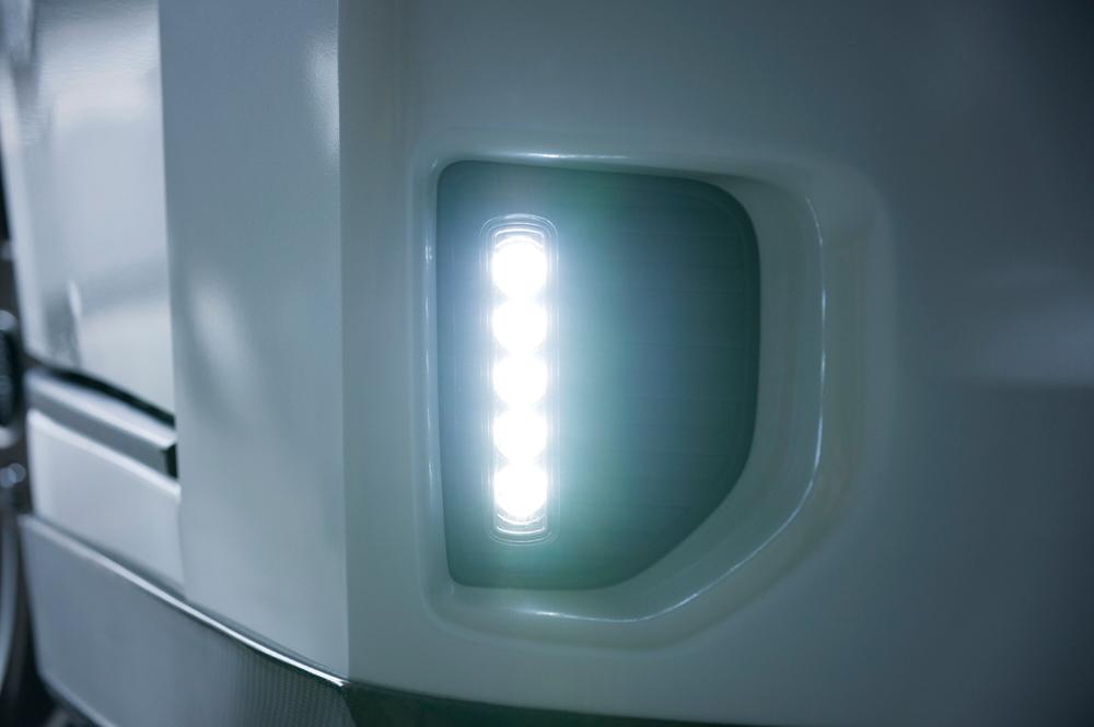 蒼白色LEDを使うデイ&フォグライトキット