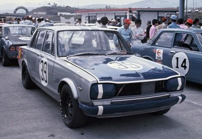 R32スカイラインGT-RグループAプロトのカラーリングのモデルになった、1969年のJAFグランプリを制したハコスカGT-R初優勝車。強いGT-R復活をイメージ付けるためのデザインだった