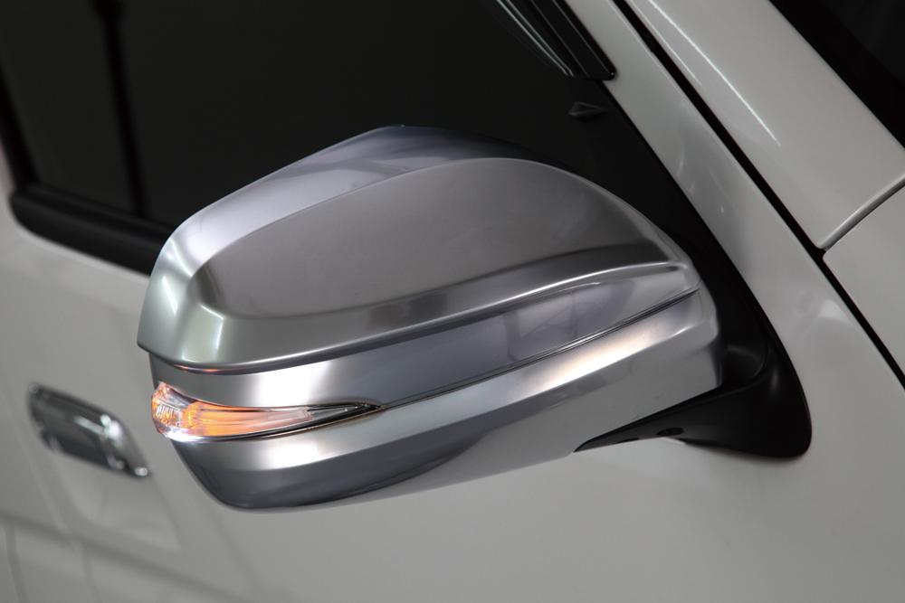 LSセパレートスタイルドアミラーの新色。あえて艶を抑えたサテンメッキだ。価格は2万6500円