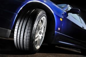 スリックタイヤのテクノロジーを採用する横浜タイヤ「アドバンスポーツ」