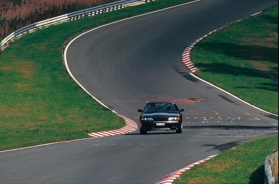 開発当初は日産栃木工場や筑波サーキットでテストを行ったのち、長倉氏は昭和63('88)年10月、初めてニュルブルクリンクへ。「とにかくすごい所でした。BNR32が故障して半周しか走れない中、BMWやメルセデス・ベンツが連続周回していて本当に驚いたことを覚えています」