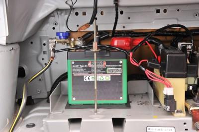 エネルギー密度が高い、電圧が高い(4V級)、小型軽量、メモリー効果がない、自己放電が少ない、寿命が長い、高速充電が可能、大電流放電が可能、etc.などメリット多数で、注目のリチウムイオンバッテリー