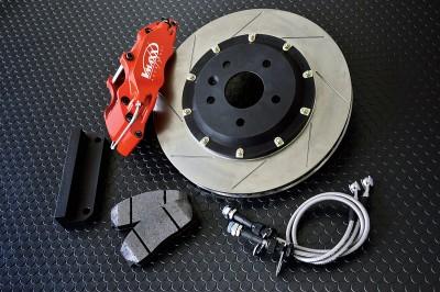 Vマックスのブレーキキットは17インチホイールから装着が可能。コンパクトクラス専用のサイズ設計だから、ホイール選びにもサイズ的な余裕が生まれる