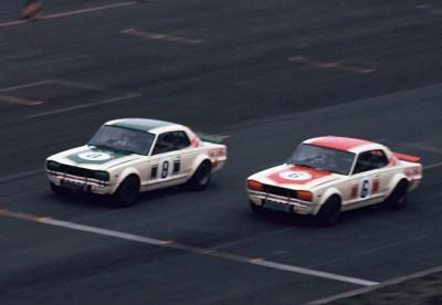ハコスカと呼ばれた第1世代。GT-Rは4ドアでデビューし、後に2ドアハードトップへと進化した