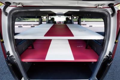 ビークラフトのもうひとつの注目アイテムが2ステージベッド。フロアも含めると3段のスペースとなる。この発想はすごい