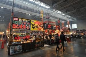 大阪オートメッセ「全国のB級グルメ」が味わえるフードコートは1号館