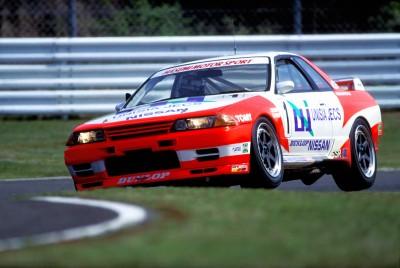 第2世代GT-Rは、グループAレースで勝つために開発されたRB26DETT型エンジンを搭載したR32型から、R33、R34とモデルチェンジ