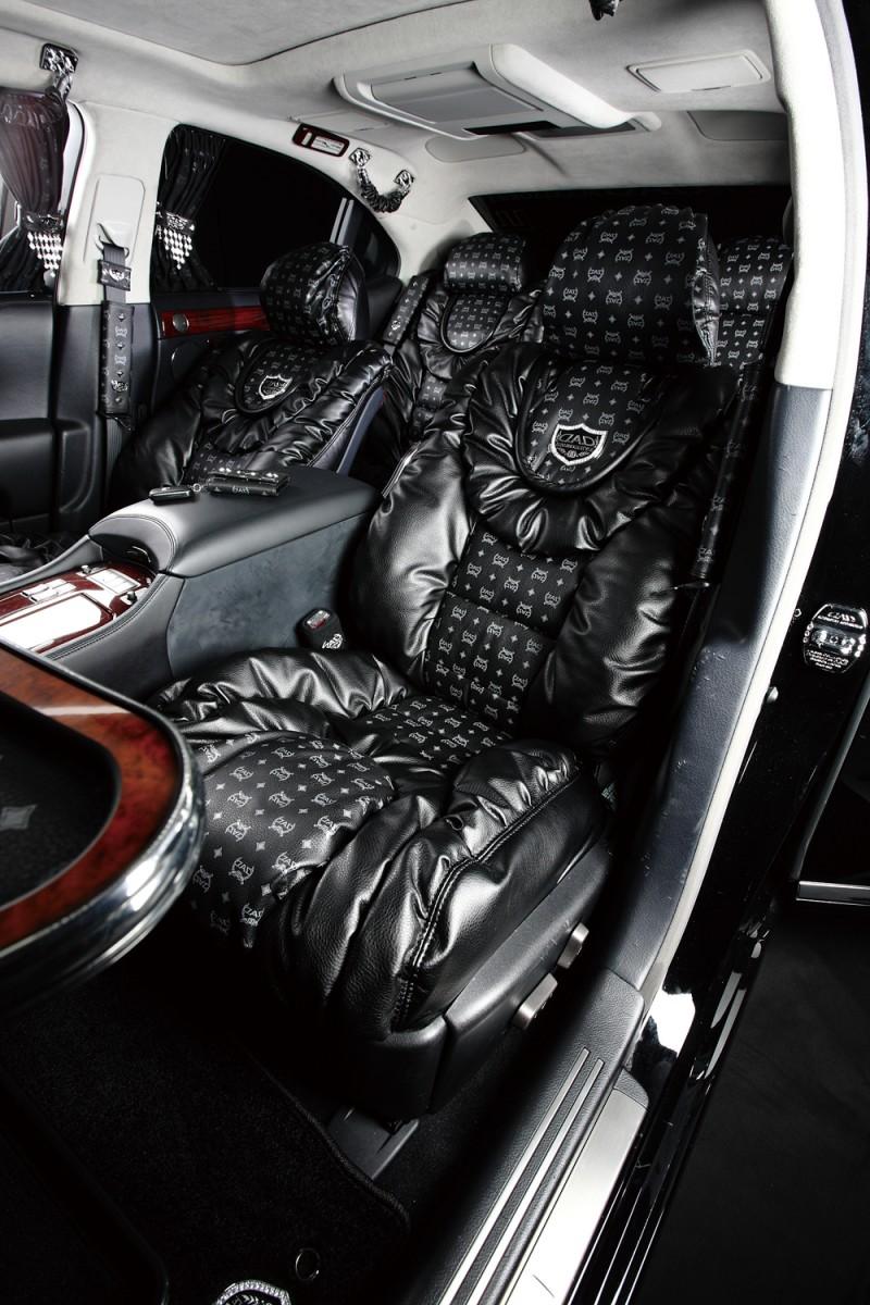 VIPカーにふさわしい贅沢極まる「D.A.D」のシートカバー