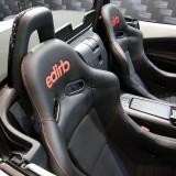 上質な素材を使ったブランド「エディルブ」も人気。デビューしたばかりのNDロードスターに装着されているモデルは042