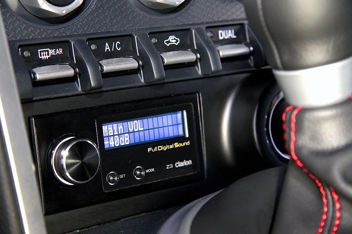Z3フルデジタルサウンドプロセッサー (プロセッサー/ツィーター/コマンダーが1セット)。価格:12万5000円(税別)