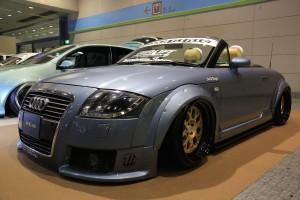 大阪オートメッセ「超ワイド&ロー」のアウディTTの超絶メイク