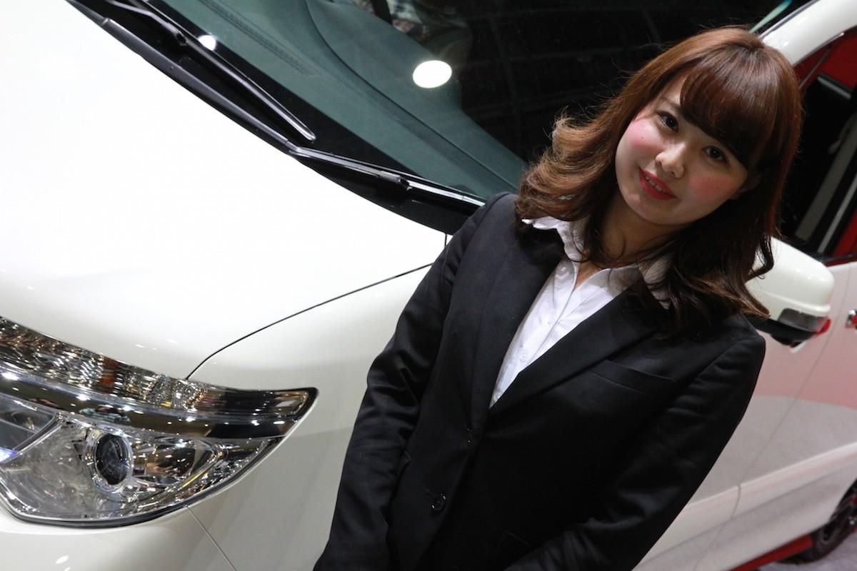 大阪オートメッセ キレイな日産の「おねえさん」は好きですか?