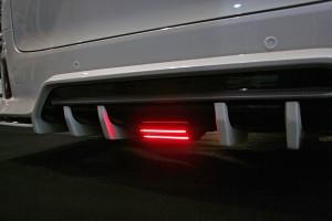 大阪オートメッセ ヴェルファイアのリヤスタイルを仕上げる「アヴァンツァーレ」新2アイテム
