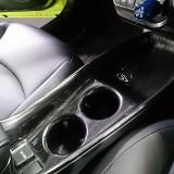 【画像】トヨタ新型プリウスに黒木目調インテリアパネルを九州のディーラーが設定