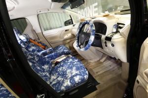 大阪オートメッセ サーフブランドがカスタムメイクした「30ヴェルファイア」
