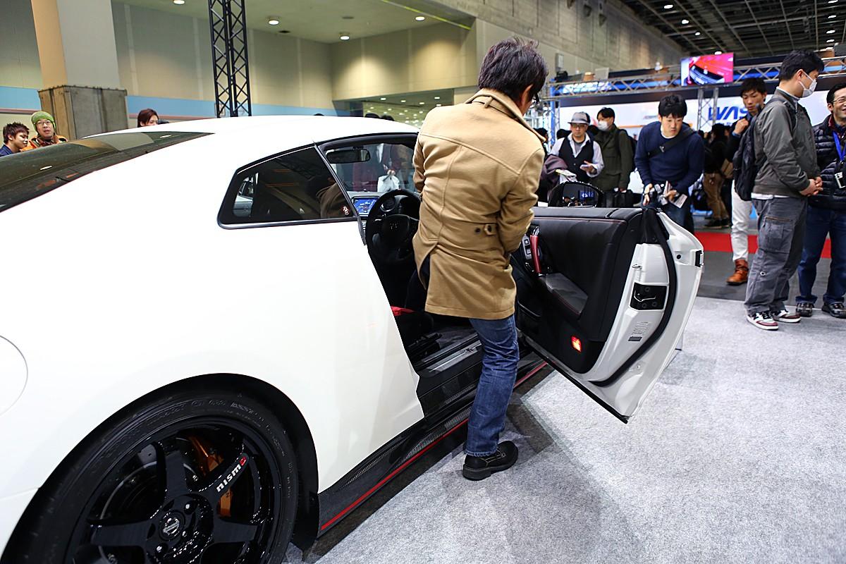 大阪オートサロン「レア」なスーパーカーに座れるビッグチャンス!