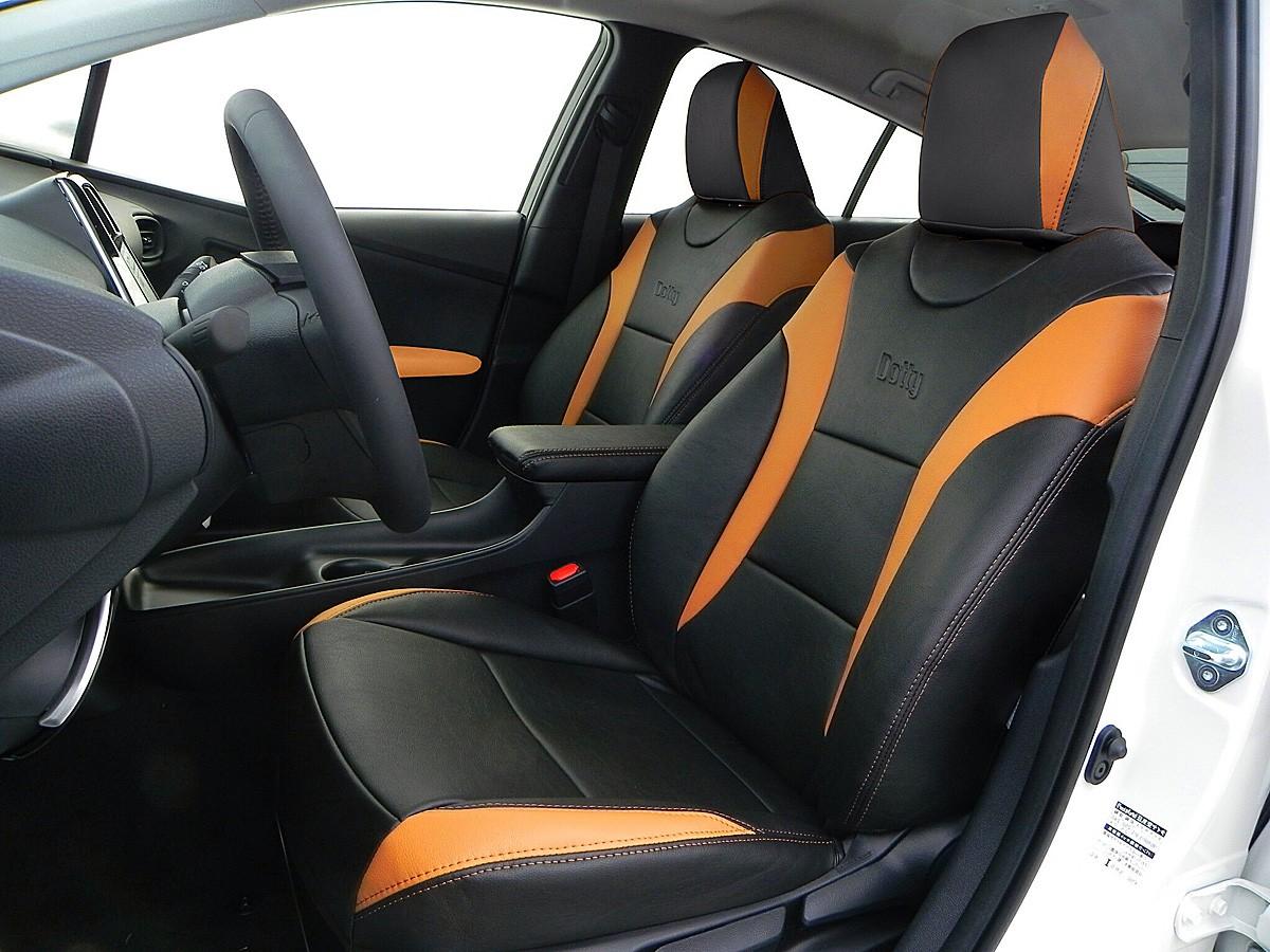 ビビッドなカラーのトヨタ新型プリウス用シートカバー登場
