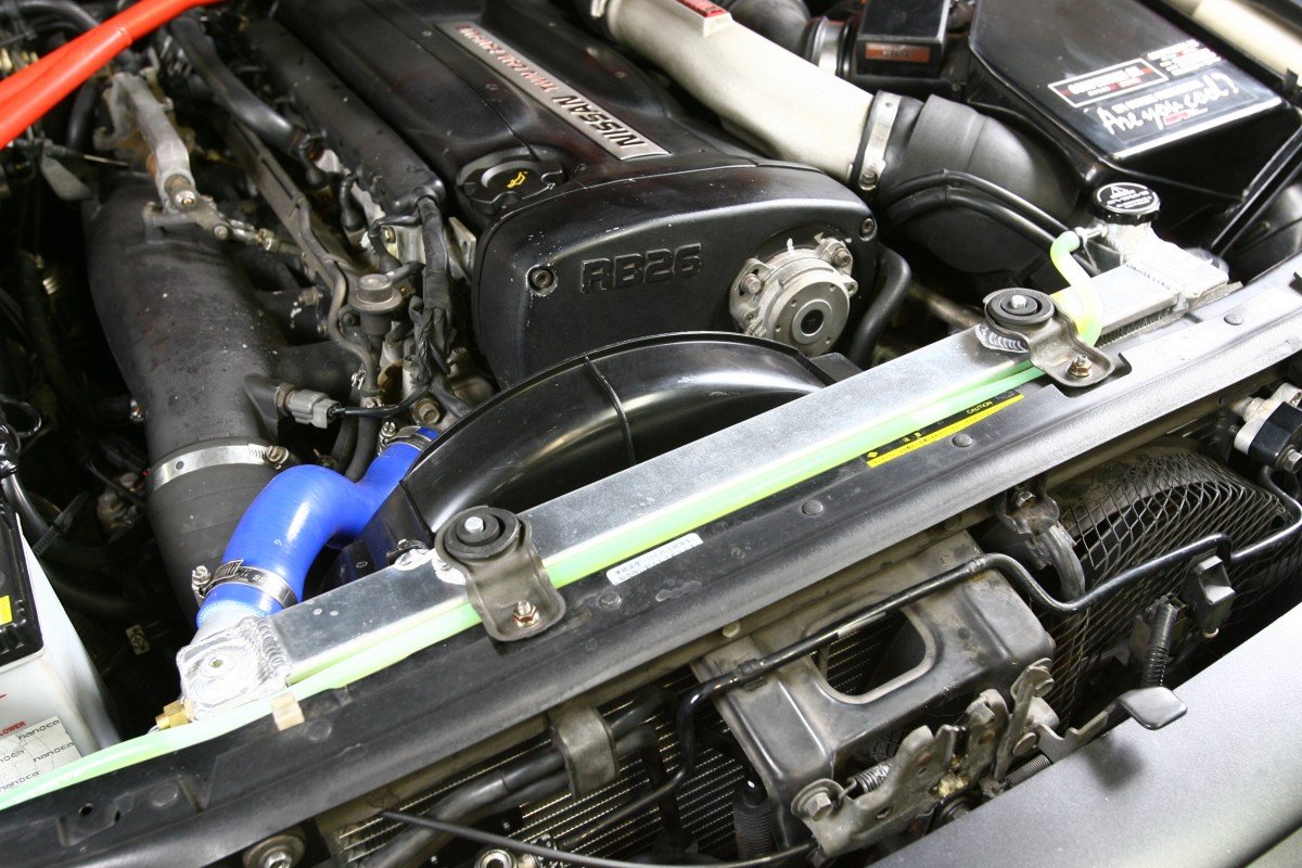 冷却水のサーモスタットが開弁するまでは水圧が高く、ホース類への負荷が高くなっているのでエンジンの回転を低めに走る