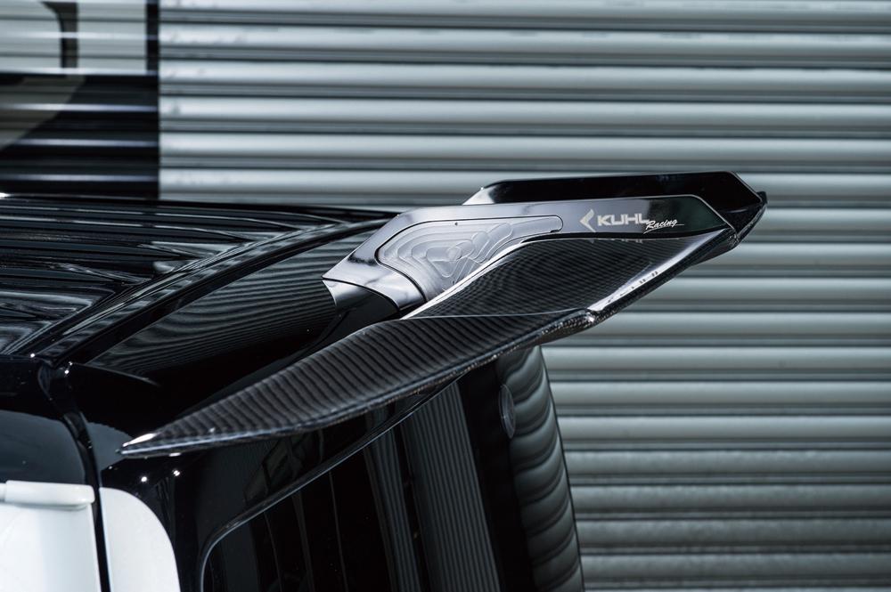 FRP製ウイング+ステーが価格11万3400円。カーボンウイング+ステーが15万6600円。1~4型ハイエース対応