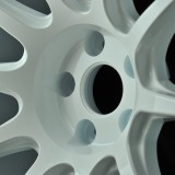スポーツ性と洗練されたデザインを両立する高性能ワンピースホイール