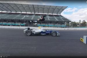 無謀なチャレンジ!レーシングカーをバク宙で飛び越える【動画】