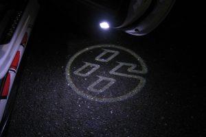 「トヨタ86」のロゴが足元に浮かび上がる『大人のお洒落』