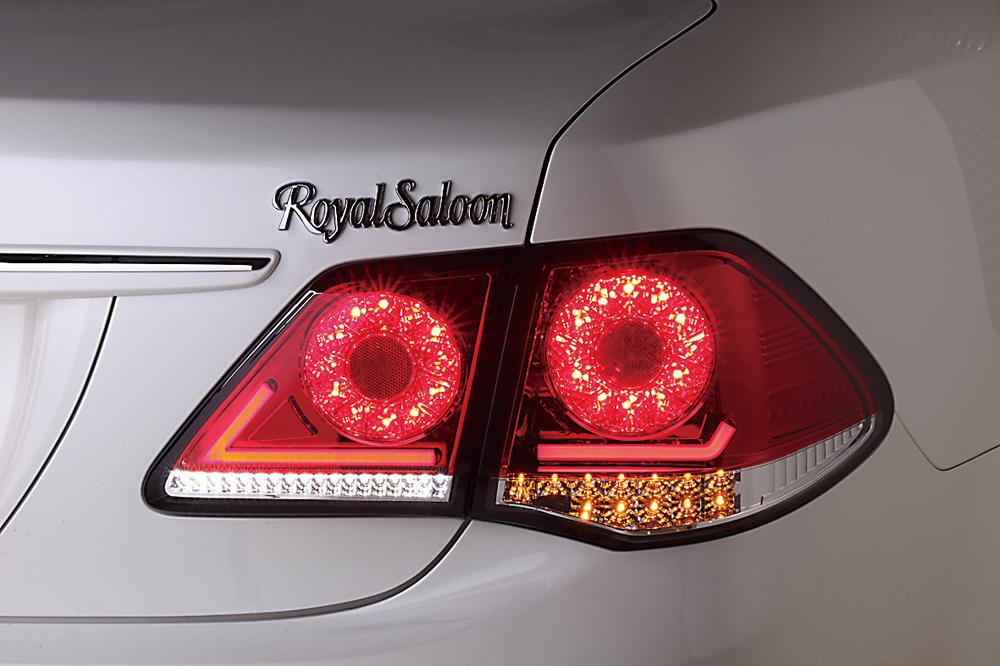 トヨタ200系クラウン用4灯式フルLEDテールがナイトシーンを圧倒!