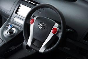 トヨタ30系プリウスのステアリングスイッチを交換