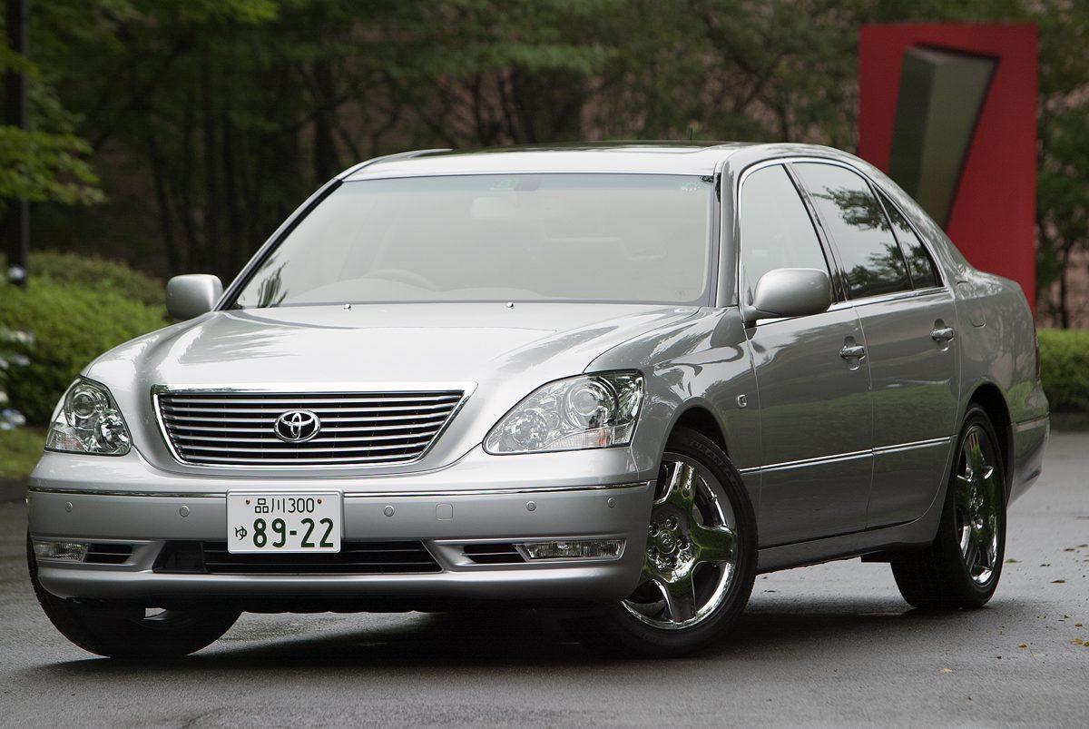 人気の高い平成15年8月登場のトヨタ2代目セルシオ後期。すでに13年を経過