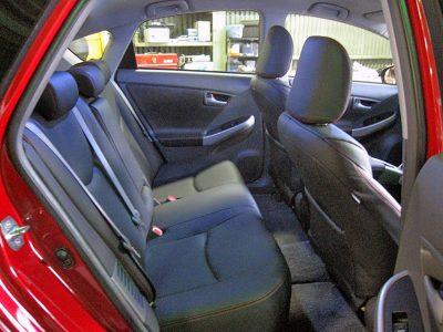 前・後席の張り替え、ワンランク上のクルマのような車内。ドアトリムも張り替えできる