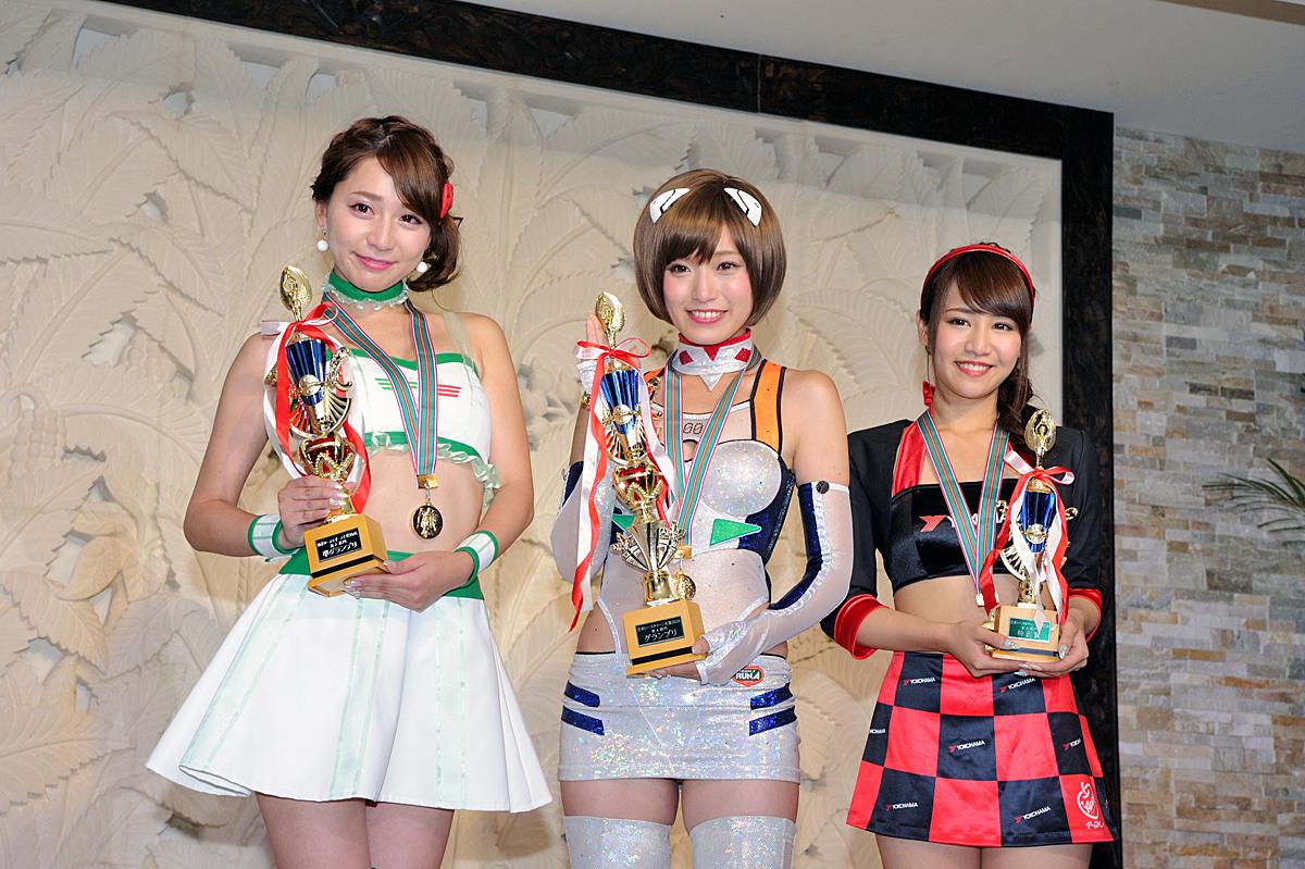 左から堀尾実咲チャン(FRESH ANGELS)、引地裕美さん(エヴァンゲリオンレーシングレースクイーン)、山本愛実さん(スーパーGT ADVAN GAL)