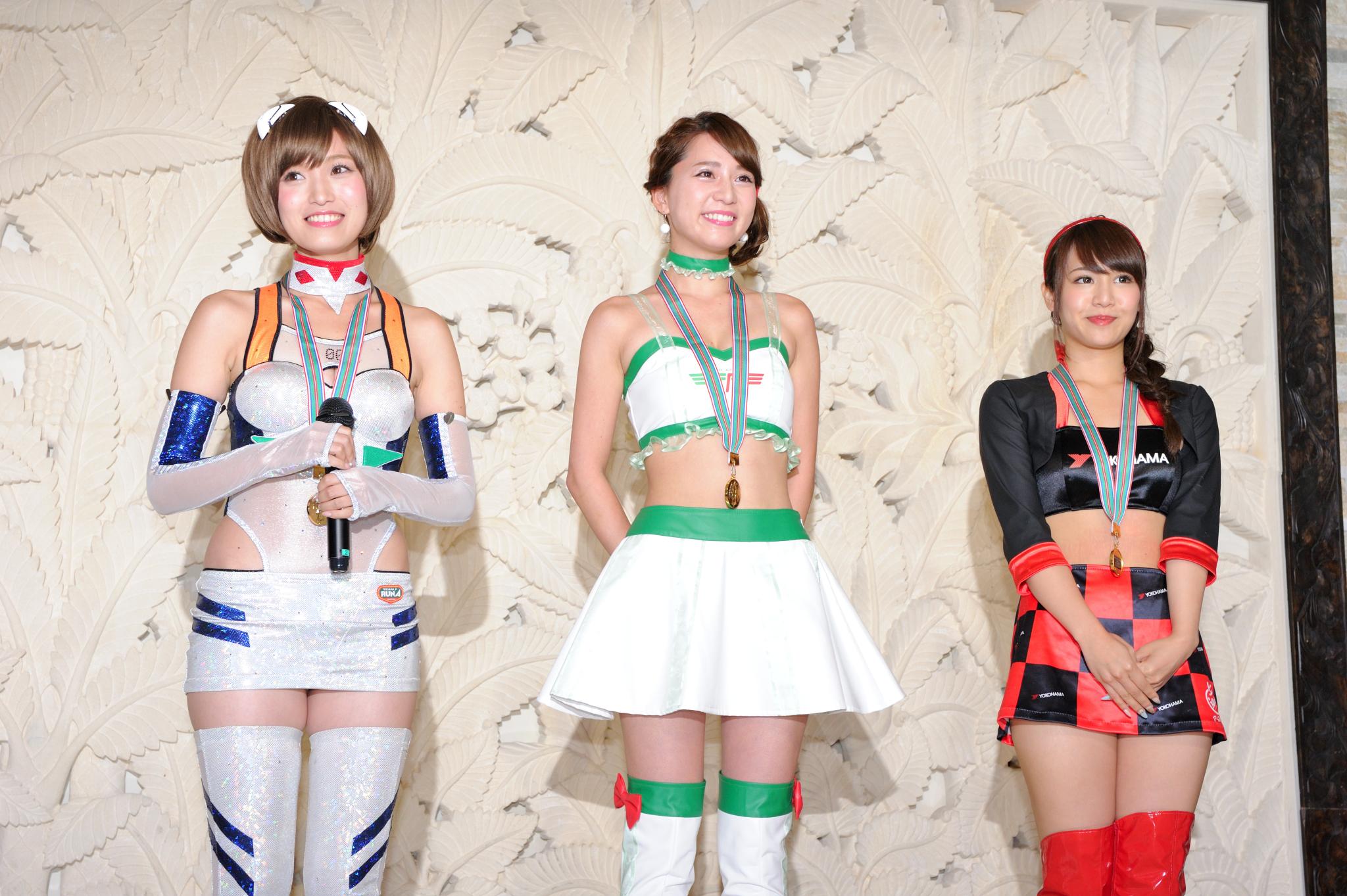 左から引地裕美さん(エヴァンゲリオンレーシングレースクイーン)、堀尾実咲さん(FRESH ANGELS)、山本愛実さん(スーパーGT ADVAN GAL)