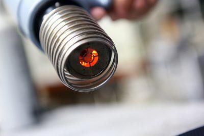 ヒートガンの火力は約700℃。タバコの火と同じくらいの温度だ