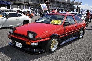富士スピードウェイに全国から2800台の新旧86とBRZだ集結