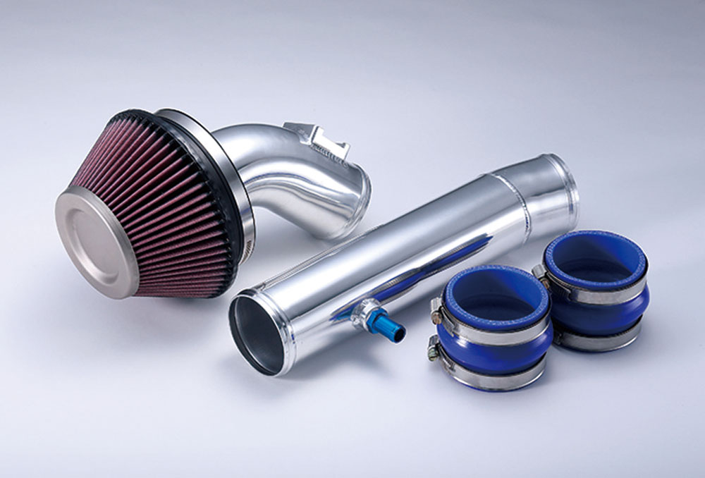 『サクションキット』は、メンテナンスフリーの乾式K&Nチタンヘッドエアクリーナーを採用。高い製造技術を生かしたオールハンドメイドの逸品。¥96,120