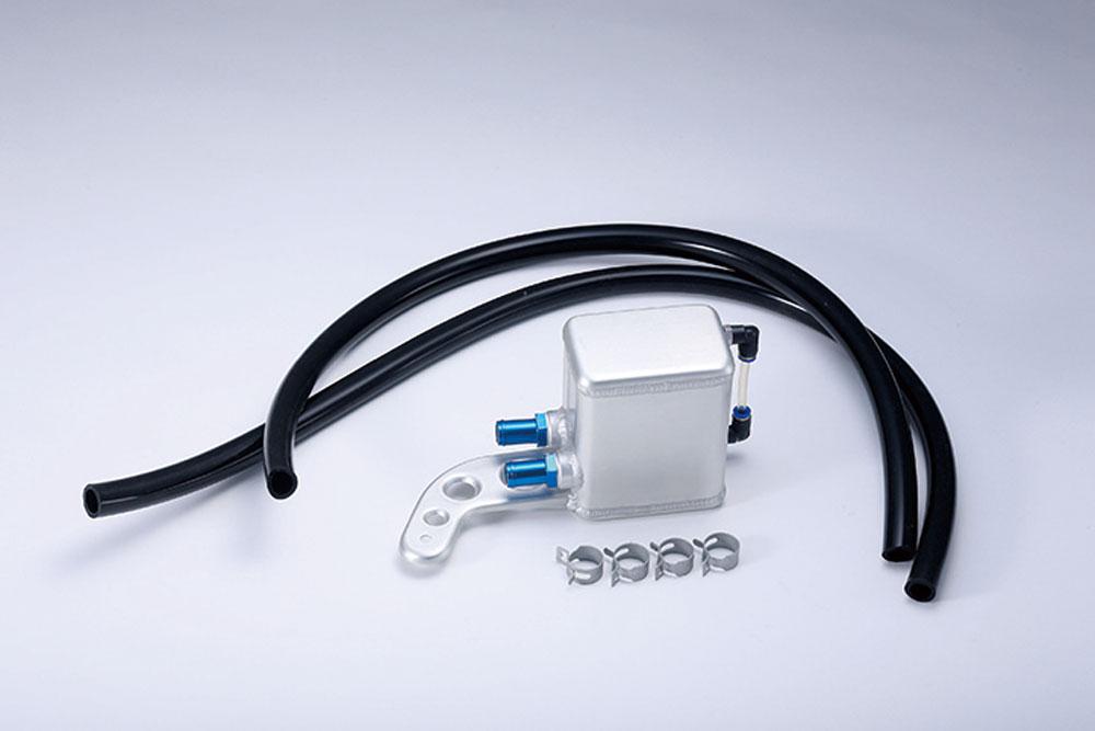 『オイルキャッチタンク』は、ブローバイガス内の不純物を除去。耐久性とルックスを両立させたアルミプレス成形だ。¥62,640