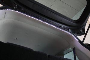 【DIY】LEDテープでラゲッジルームを明るく快適に!
