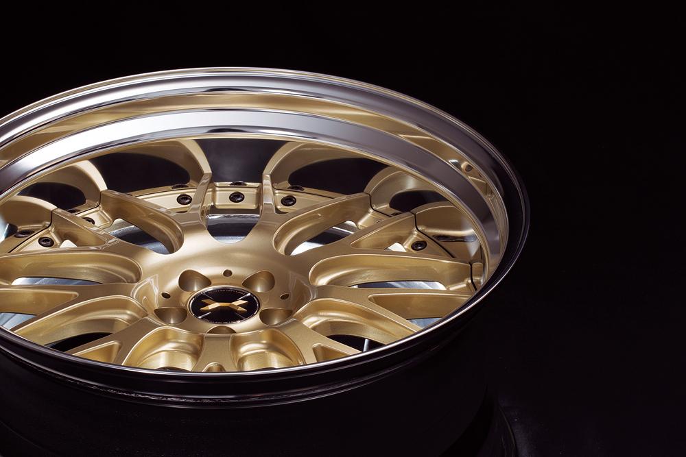気品と豪華さを両立するゴールド仕様「マーベリック709M」
