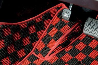 小石とかが溜まりやすいフットレスト部なども立体的にカバーするので、フロアカーペットが汚れることをしっかり防げる