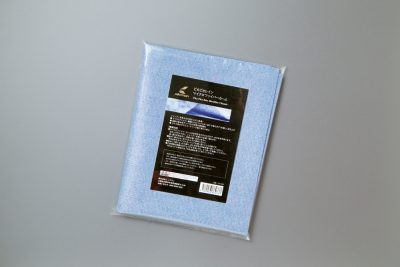 ピカピカレインマイクロファイバーセーム ¥1,980 ウレタン素材で、全体にマイクロファイバーを備えた拭き上げ専用クロス。乾いても固くならない