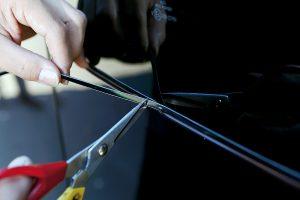 【DIY】ガラスとボディのすき間をモールで埋めて車格アップ!