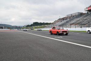 昭和のGT-Rを先頭に歴代モデル150台がパレードラン