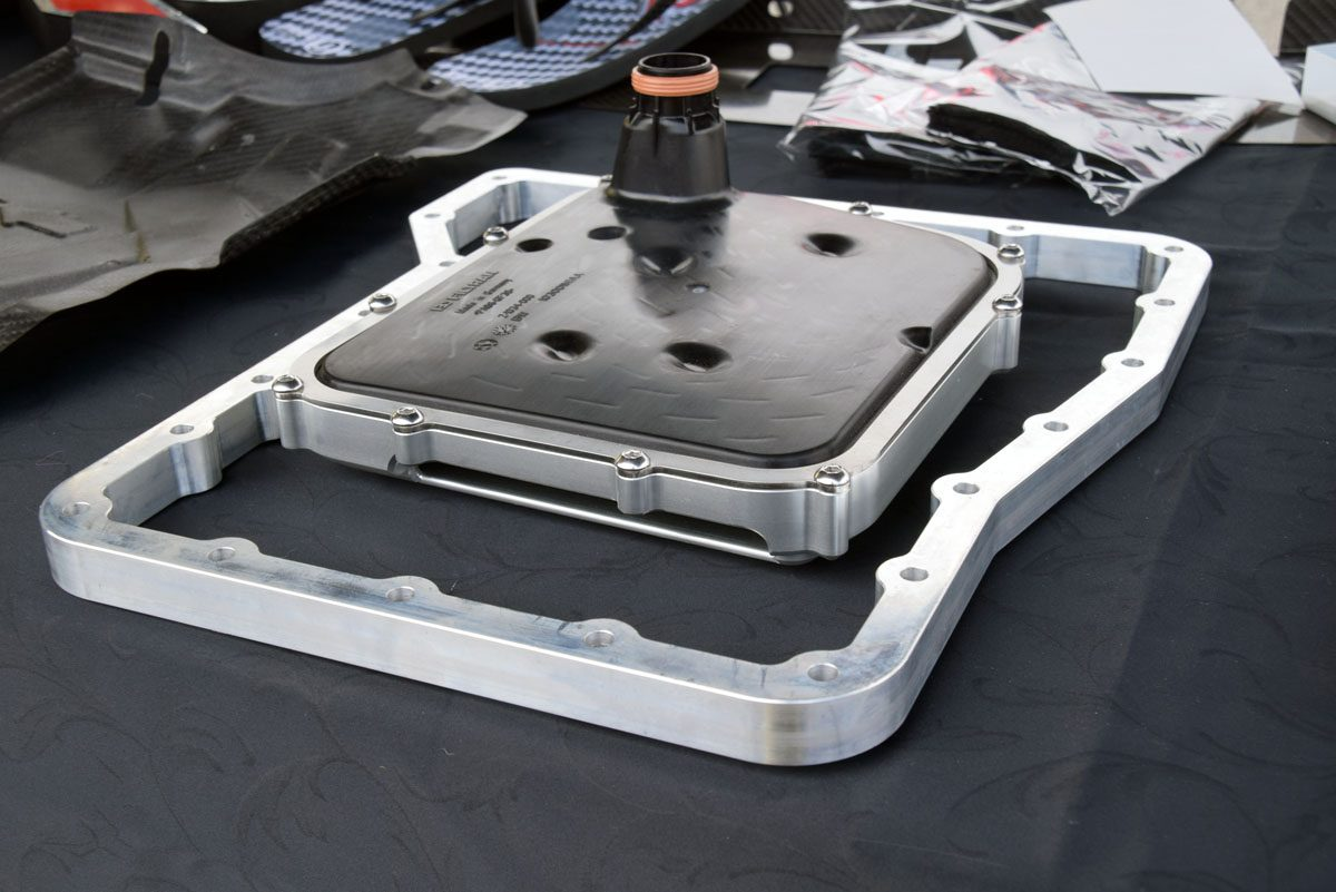 ミッションの油量をアップし、ドラッグレースのスタート時にオイルポンプが正確にオイルを吸い上げられるように改良されたフィルターのキットもオリジナル