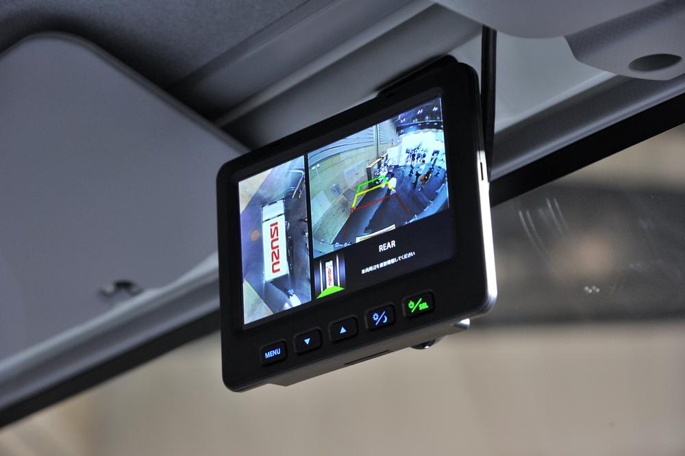 「いすゞ」がトラック用全周囲ビューモニターを提案【ジャパントラックショー2016】