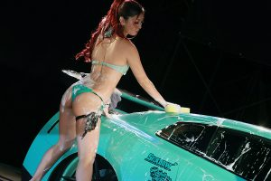 【閲覧注意】ビキニ美女がボディ洗い【クロスファイブ】