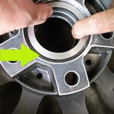 【画像】意外に知られていない「タイヤの振動を止める」あるパーツ