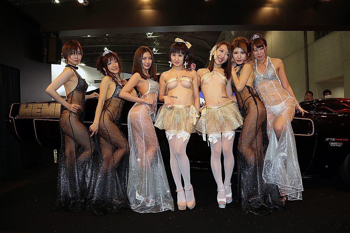 極細「ごんた屋」&スケスケ「AIWA」 両巨頭ブースのキャンギャル夢の競演!【東京オートサロン2017】