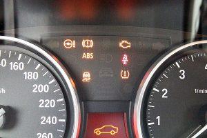 2月1日より「警告灯の点灯車」は車検不可