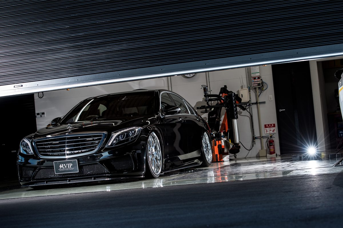 「W222型Sクラス」の上質な走り味と極低車高を両立